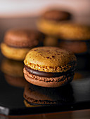 A chocolate macaroon (close-up)
