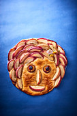 A fruit tart with a face