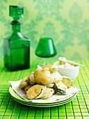 Frittierte Zucchinischeiben mit Skordalia