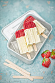 Popsicles with goat's cheese and strawberries (popsicles)