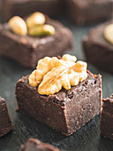 Chocolate fudge with nuts (vegan and paleo, no sugar added)
