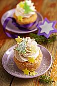 Christmas cupcakes with cinnamon cream