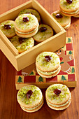 Mozart turrets (shortbread cookies with pistachio cream, icing and Amarena cherries)