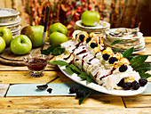 Meringue roulade with apples and blackberries