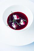 Geeiste Rote-Bete-Suppe mit Crème Fraîche