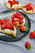 Yeast flatbreads with strawberries