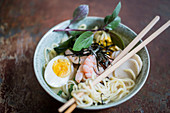 Noodles with shrimps and eggs (Asia)