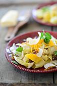 Pappardelle mit Radicchio und Orangen in Currysauce