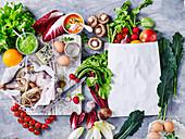 Frisches Gemüse, Obst, Lebensmittel und Fisch