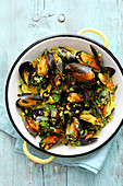 Mussels in coconut curry sauce