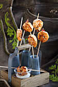 Bavaria meets Spain – prawns on sticks with aioli
