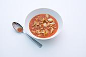 Kohlsuppe mit Rindfleisch und Tomaten