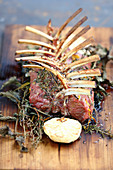 Grilled rack of lamb with herbs and garlic