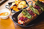 Hot Dog mit getrockneten Peperoni
