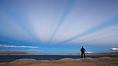 Anticrepuscular rays in Tibet