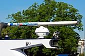 Marine radar antenna