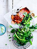 Lachsforelle mit Sojaglasur und grünem Gemüse
