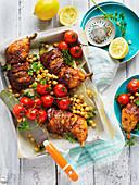 Gebratene Hähnchenkeulen mit Tomaten und Kichererbsen