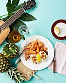 Garnelen mit Reis, Zitrone und Ananas