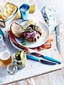Hamburger mit Cheddar und Ahornsirup