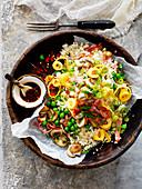 Blumenkohl mit Gemüse und Schinken aus dem Wok