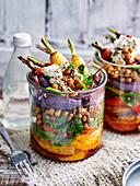 Kichererbsen-Gemüse-Salat im Glas