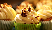 Cupcakes with a cream topping sprinkled with brittle