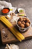 Zutaten für Spaghetti mit Fleischbällchen und Tomatensauce
