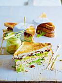 Sandwiches mit Putenfleisch, Bacon und Avocado