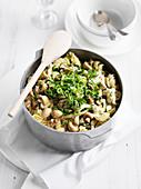Nudeln mit Hähnchen, Feta und Pilzen