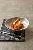 Garnelen im Kataifi-Teig mit Tomatenrelish und Pata-Negra-Schinken