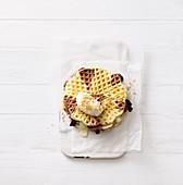 Waffel-Sandwiches mit zweierlei Schokolade