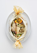 Seabream en papillote with thyme, fennel and olives