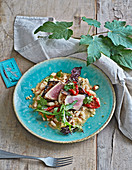 White beans with ras el hanout, tuna and mixed greens