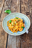 Linguini with prawns and basil