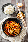 Tofu curry with chickpeas, carrots, peppers and onions (Asia)