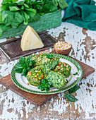 Spinach and pine nuts muffins