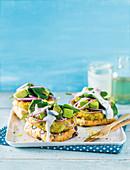 Brötchen mit Süsskartoffel-Quinoa-Bratling und Avocado