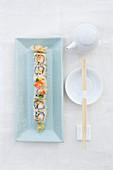 Sushi mit Garnelen und Spargel