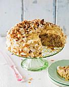 Cinderella Cake mit Zimtglasur und Kokosspänen
