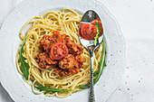 Vegan spaghetti with tomatoes