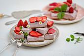 Cashew and strawberry pie