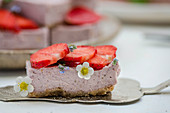 Cashew and strawberry pie