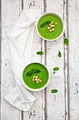 Erbsen-Minz-Suppe mit Croutons
