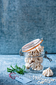 Mini coffee meringues in a jar for Christmas