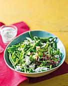 Grüner Gemüsesalat mit Erbsen, Bohnen und Feta