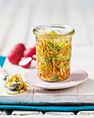 Schnell eingelegter Kimchi im Glas
