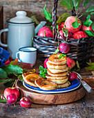 Apfelringe im Pfannkuchenteig