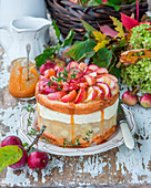 Apfelkuchen mit Apfelgelee, Frischkäse und gesalzenem Karamell