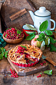 Apple pie with red currant